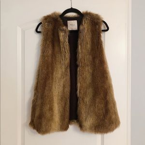 Faux fur vest with closures